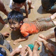土曜参観、年中クラス参観・懇談会、プール開き、泥んこ遊び